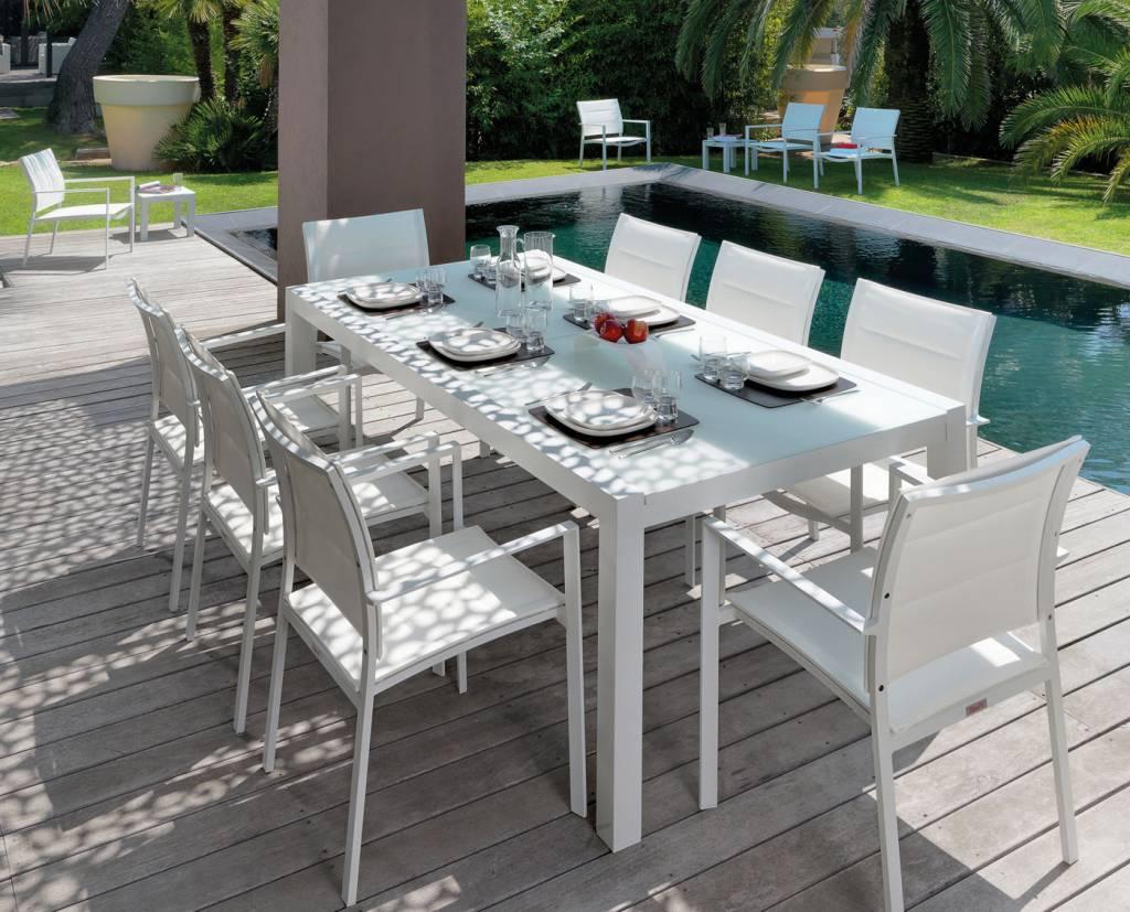 Tavoli outdoor, tanti stili e materiali per un ambiente esterno da vivere